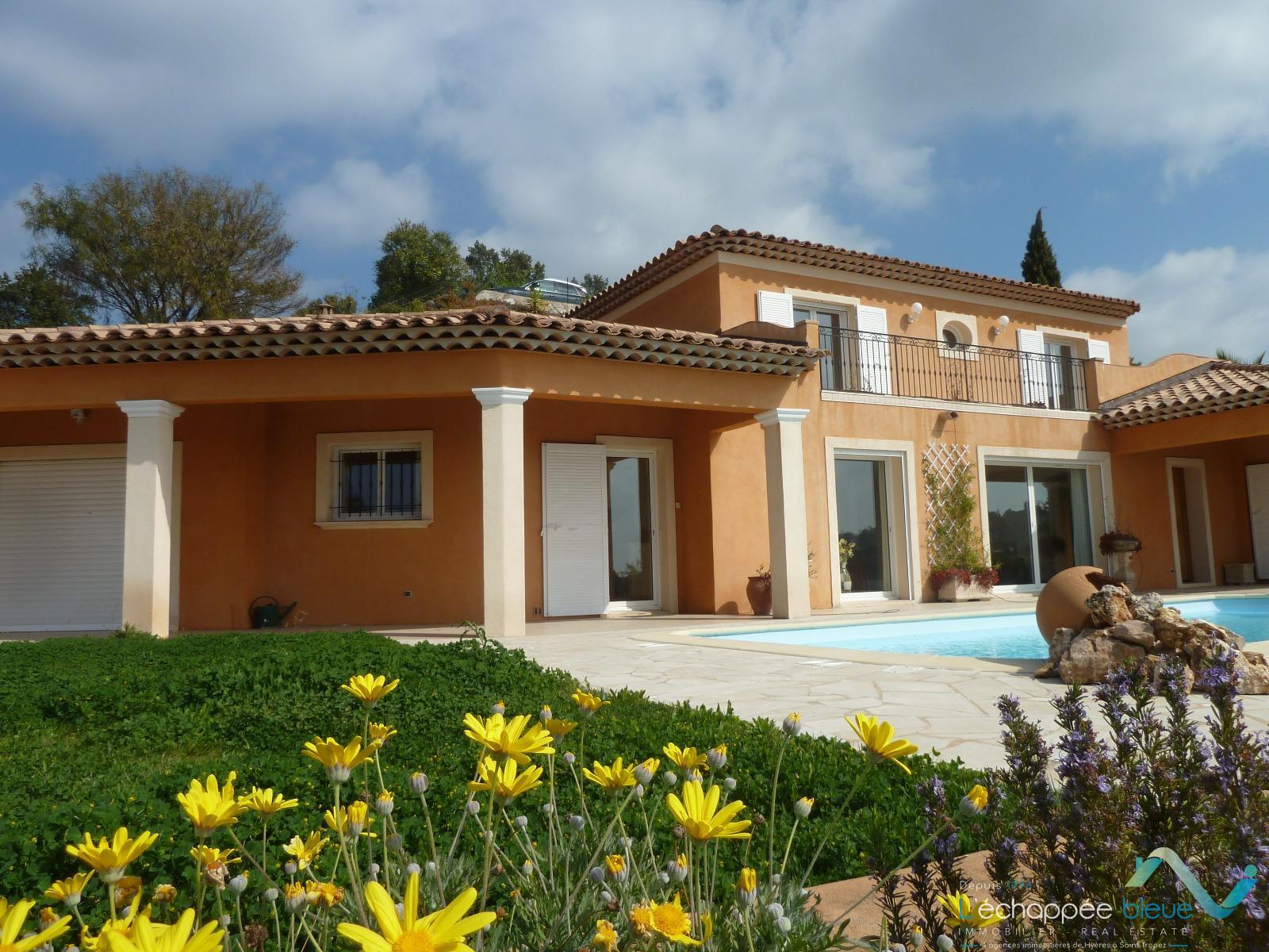 Location vacances villa pour 6 personnes avec piscine et for Villa 6 personnes piscine location vacances montauban